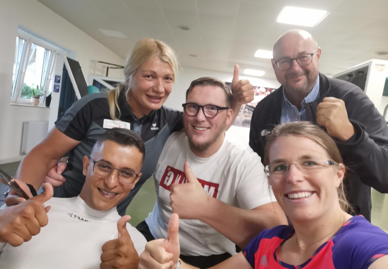 Große Freude beim SV Halle: (vorn v. l.) Anas Al Khalifa, Anja Adler, (hinten v. l.) Ognyana Dusheva, Marcel Krügel, Ingo Michalak