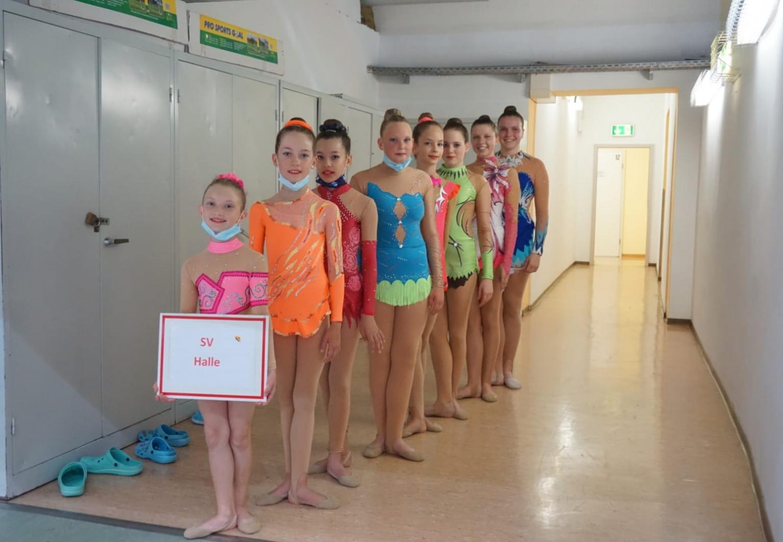 Gymnastinnen vom SV Halle vor dem Einmarsch zum Sachsen-Anhalt-Cup